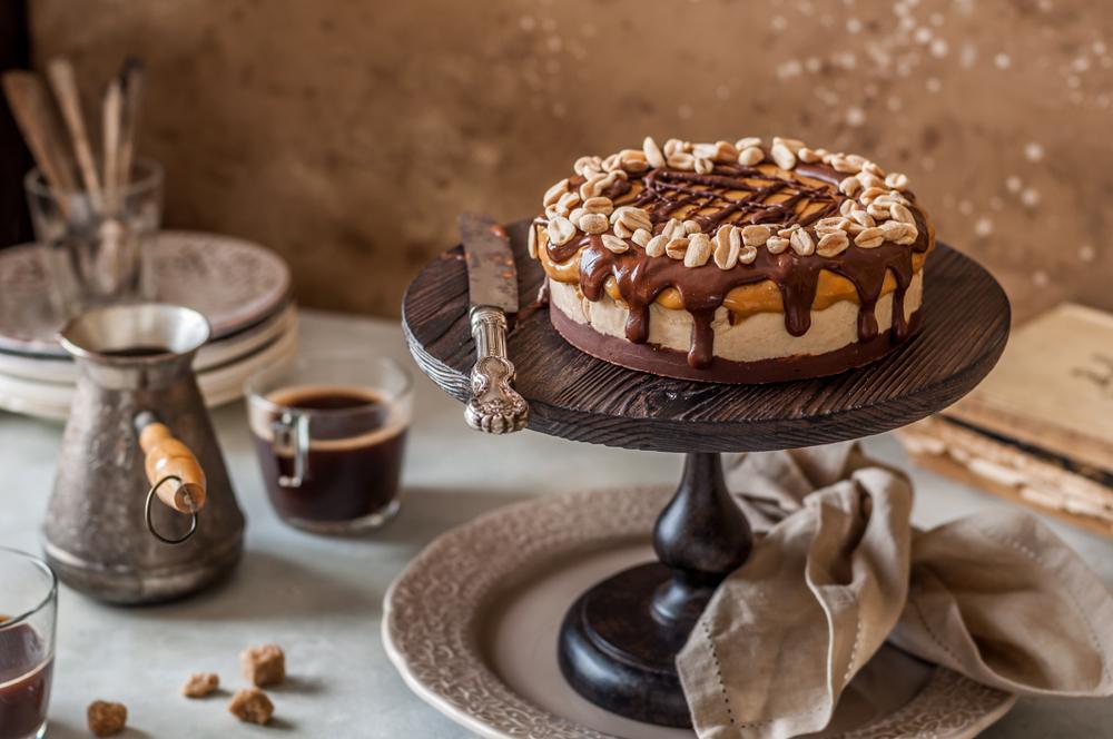 Шоколадный торт-мороженое с орехами